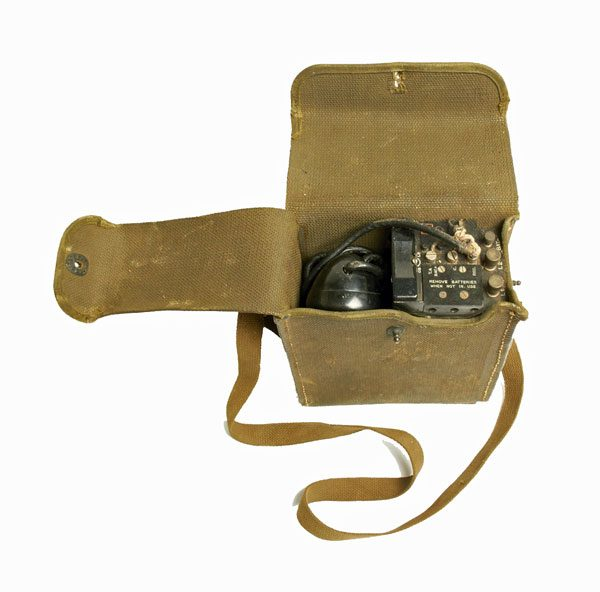 Surplus-US-Army-EE-8-Phone-with-Canvas-Case-6